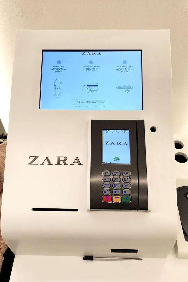 d8db6d6d608 Ένα από τα μηχανήματα που βρίσκονται στο κατάστημα των Zara στην Oxford  Street.