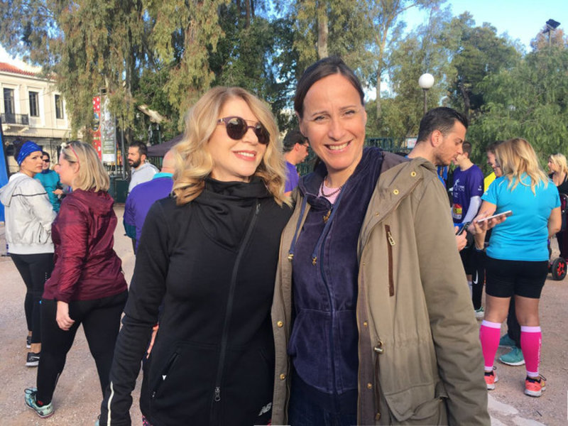 ... Η Ελλη Στάη μαζί με τη δημοσιογράφο του TOC Κατερίνα Λυμπεροπούλου ... 83f32c2edd4