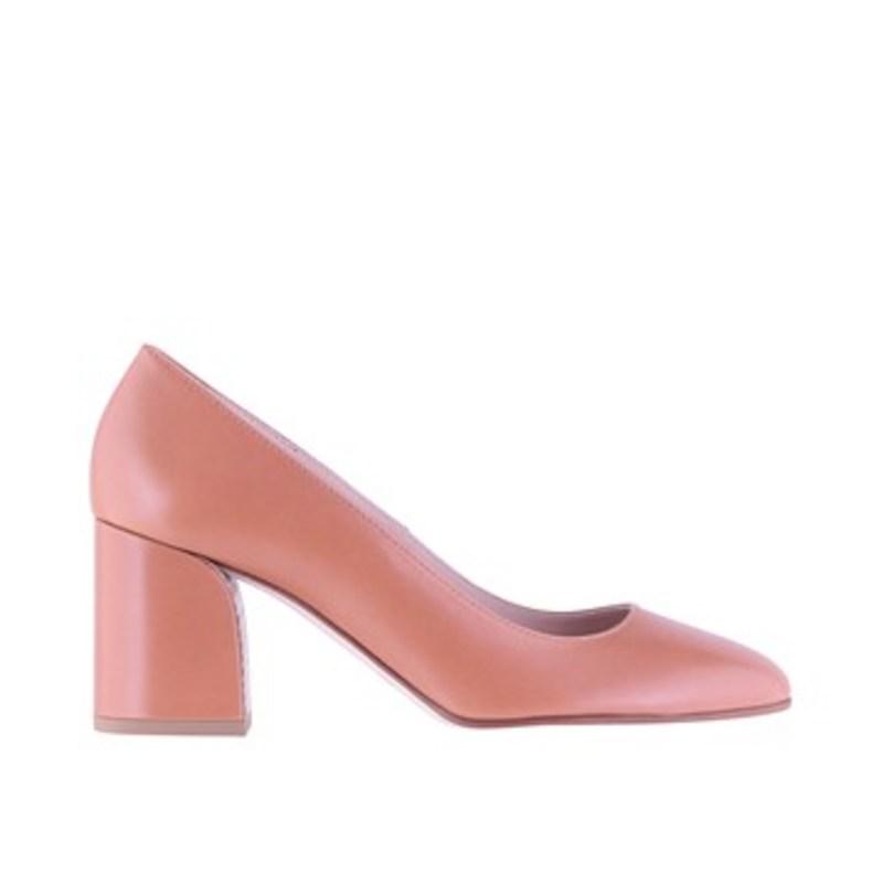 40425ce8d9 Happy hour  Μπήκαμε να δούμε τα νέα παπούτσια για την άνοιξη και το ...