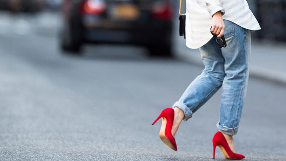 8 τρόποι να φορεθούν σωστά τα κόκκινα παπούτσια   Fashion   Woman TOC b4c32dabdd3