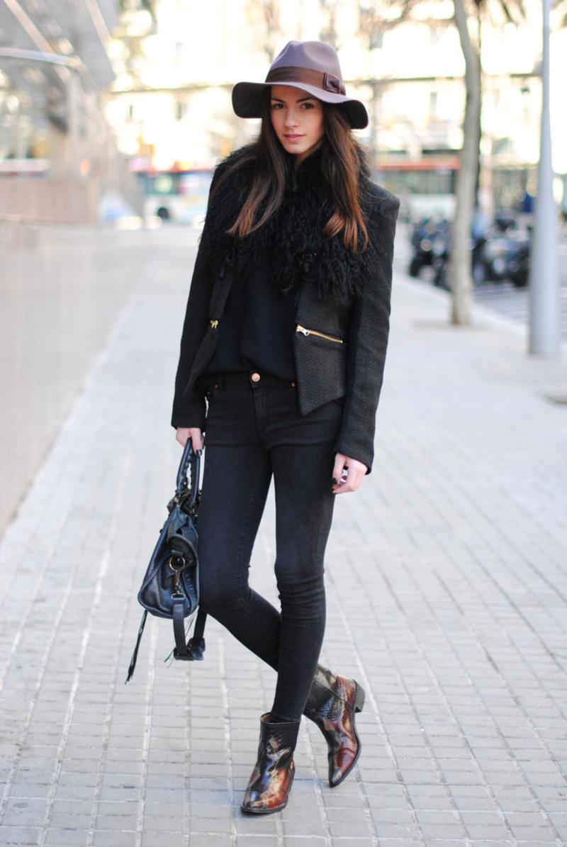 c2530b66ae2 Δείτε πώς φόρεσαν τις καουμπόικες μπότες αυτές που ξέρουν και πιο κάτω  μερικές προτάσεις για online αγορές: