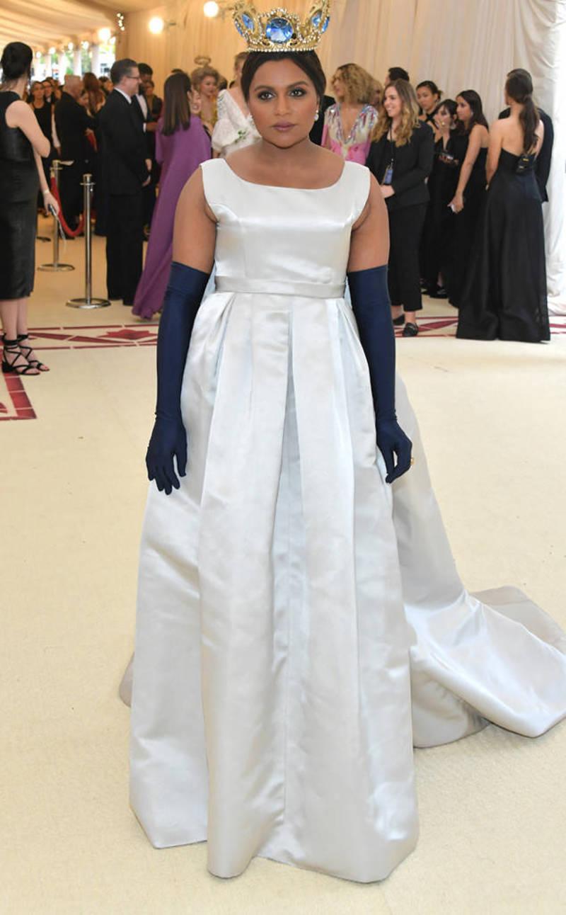 18bf2d188773 Το στέμα της Mindy Kaling έμοιαζε με στέμα βασίλισσας της Disney. Τόσο  παραμυθένιο. TAGS. Made in Greece
