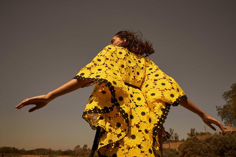 Μια πανέμορφη παλέτα χρωμάτων που ξεκινά από τις χρυσές αποχρώσεις του  ηλιοβασιλέματος 705610582ae