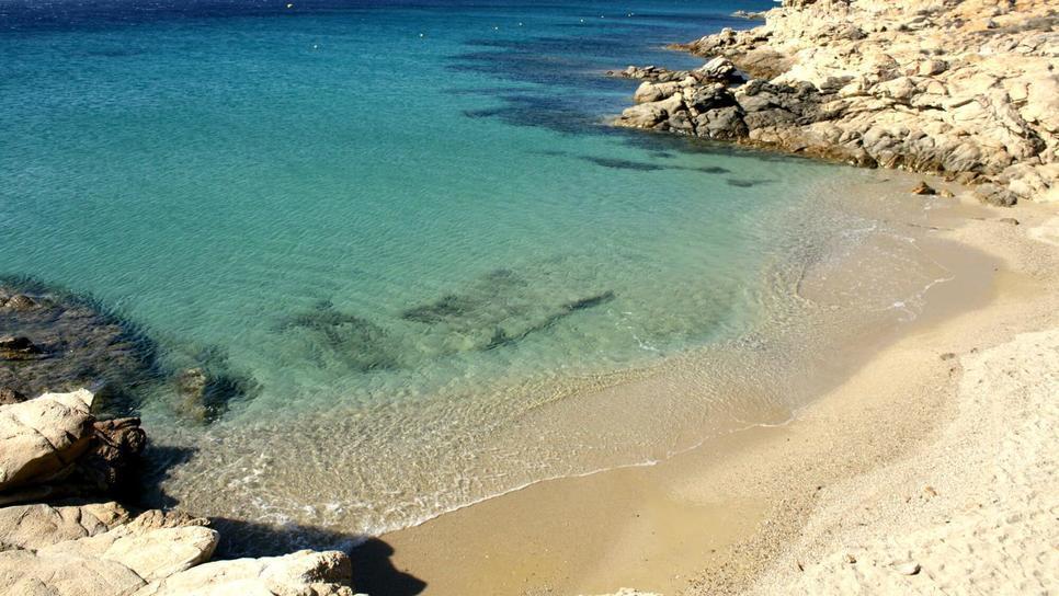 Η μυστική παραλία στη Μύκονο που ξέρουν μόνο οι ντόπιοι