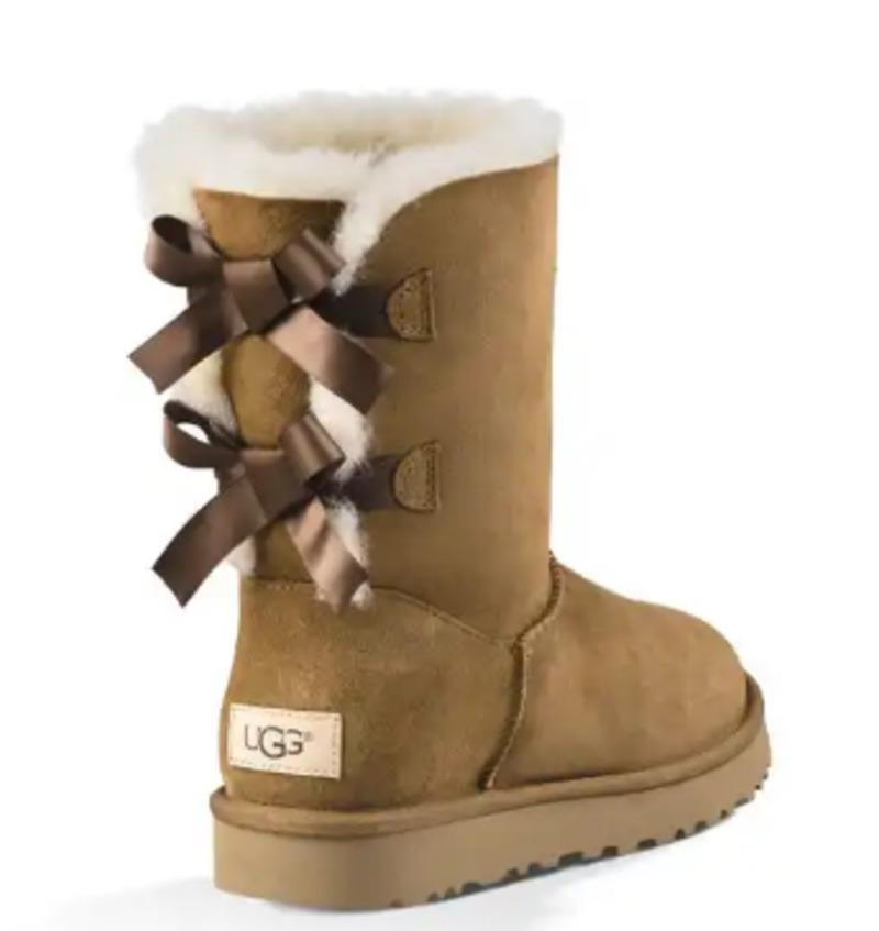614caf3200 Κάν  το όπως η Κέιτ Μος  Φόρεσε κομψά τις μπότες τύπου Ugg σαν να ...