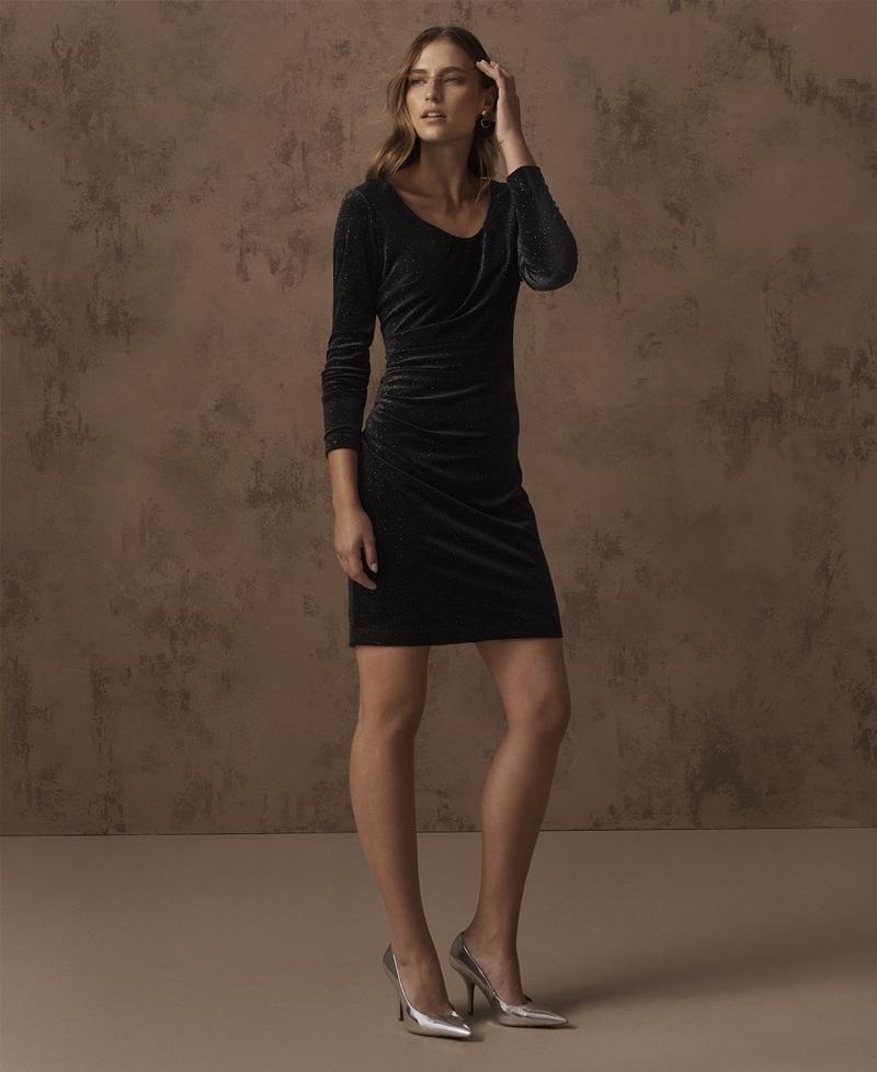 To μικρό μαύρο φόρεμα αποτελεί την ιδανική επιλογή για χριστουγεννιάτικα  πάρτι. Επιλέξτε τη λαμπερή εκδοχή του με παγιέτες και μαγνητίστε τα  βλέμματα ή τη ... 1bf9a4bf637