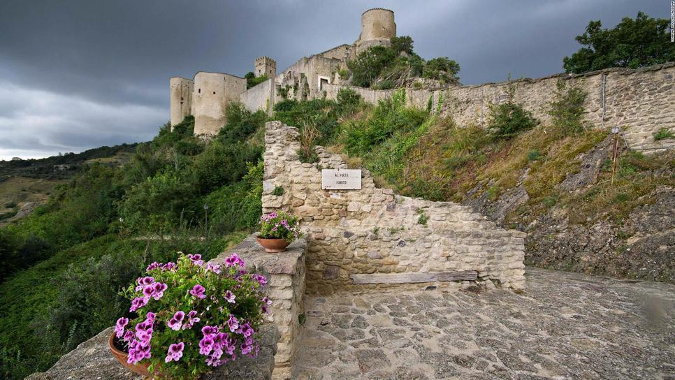 Νοίκιασε ένα ολόκληρο, παραμυθένιο κάστρο με 100 ευρώ