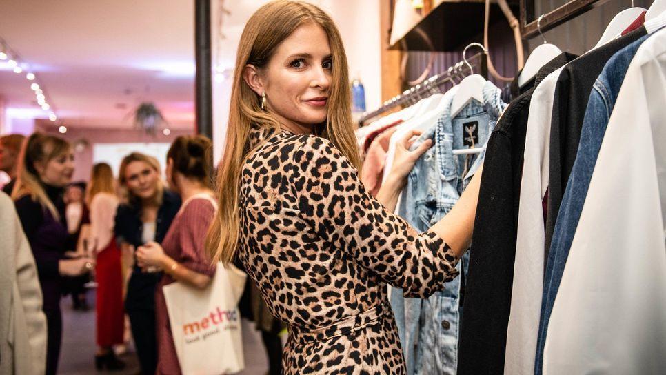 08e2893aa4a0 Σταμάτησα να αγοράζω ρούχα από τις μεγάλες αλυσίδες και να τι άλλαξε στη  ζωή μου   Fashion   Woman TOC