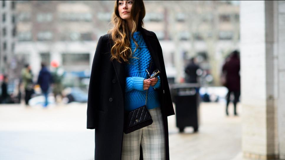 de8fa3452fc2 Οι στιλίστριες αποκαλύπτουν τα 10 κομμάτια-κλειδιά που κάνουν πολυτελές και  το πιο οικονομικό λουκ   Fashion   Woman TOC