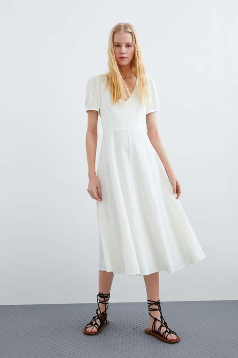 75391f89a266 Δοκιμάσαμε όλα τα φορέματα Zara και καταλήξαμε  Μέσα σε αυτό θα ...