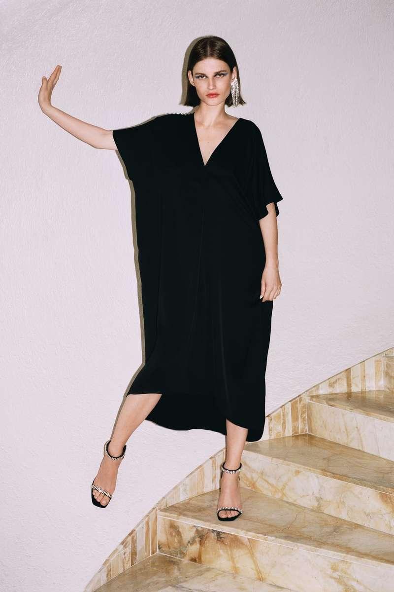 95a6d18c3f5 Δεν είναι λάθος να φορέσεις μαύρο φόρεμα σε γάμο: Βρήκαμε 8 ...
