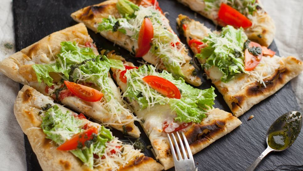 Ζύμη για πίτσα μόνο με 2 υλικά, χωρίς λάδι και βούτυρο