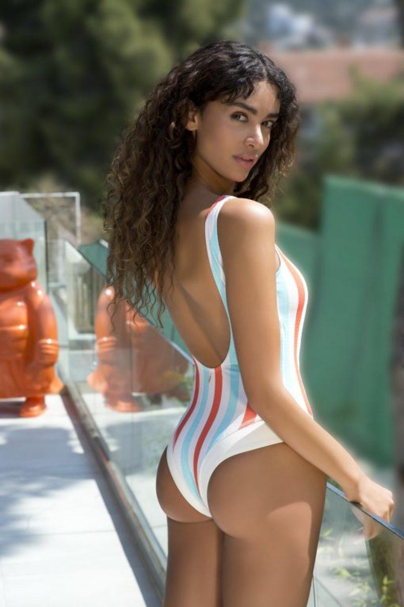 fb9dc50956d ... ελληνικό καλοκαίρι και με πολυετή εμπειρία στον τομέα του swimwear, το  2013 το brand παρουσίασε την πρώτη του συλλογή από μαγιό, με το όνομά του  να ...