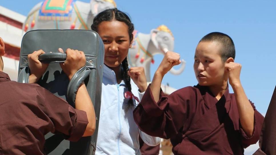 Μοναχές που ξέρουν Κουνγκ Φου σώζουν το περιβάλλον
