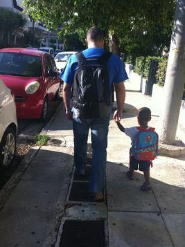 Με τον μπαμπά, πρώτη μέρα στο σχολείο (Αθήνα).