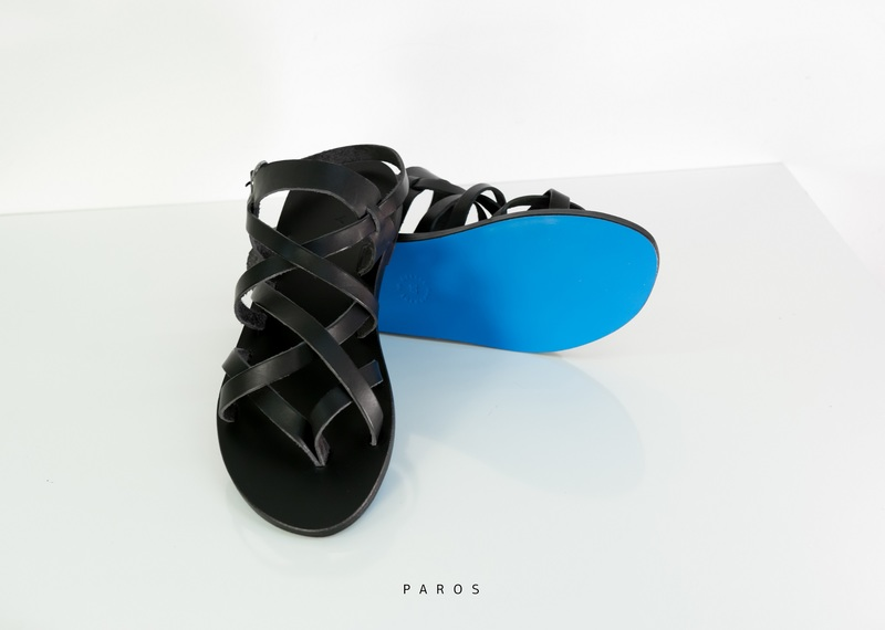 Kyma  Τα ελληνικά σανδάλια με την μπλε σόλα σήμα-κατατεθέν που ... 3f30e3da745
