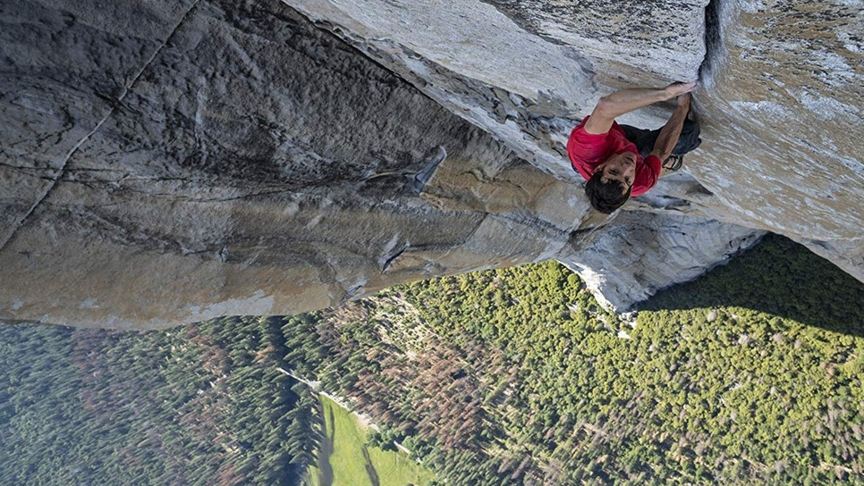 Άντρας σκαρφάλωσε έναν κατακόρυφο βράχο 1.000 μέτρων