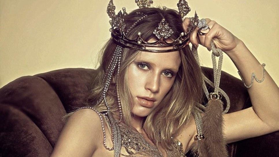 Η εκθαμβωτικά όμορφη κόρη του Σον Πεν στη Vogue   Celebrities   Woman TOC b8c2d0c9445