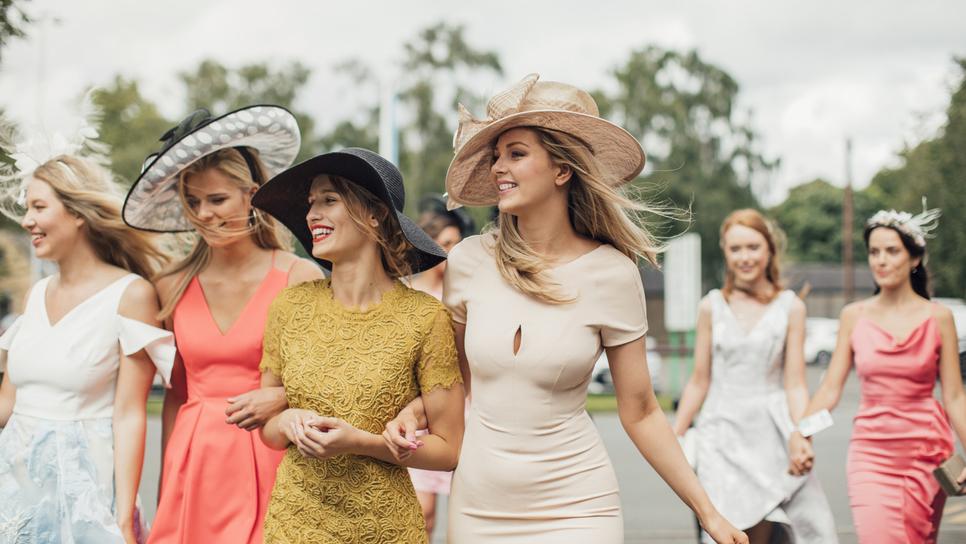 9 καλοκαιρινά φορέματα ιδανικά για επίσημες εμφανίσεις