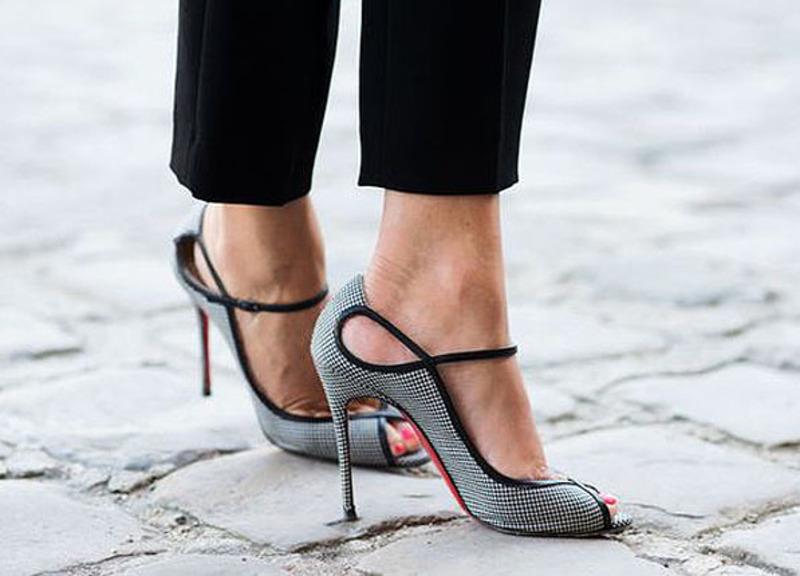 8 πράγματα που θα συμβούν εάν σταματήσεις να φοράς ψηλά τακούνια ... 35ba47a8ecb