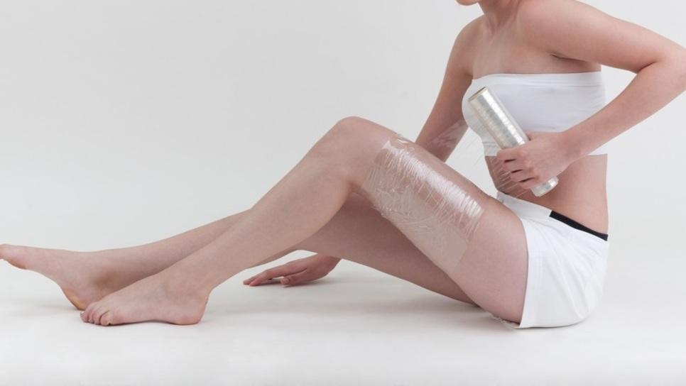 Αδυνατίστε με Vicks τυλίγοντας το σώμα σας με μεμβράνη
