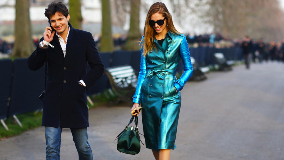 75aeb6b16746 Shopping guide: 10 έξυπνοι τρόποι να φορέσουμε τα μεταλλιζέ από το πρωί έως  το βράδυ / Fashion / Woman TOC