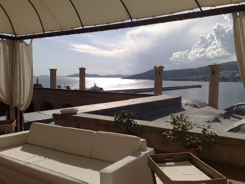 Ο Τάσος Δούσης προτείνει το ιστορικότερο ξενοδοχείο στην Καβάλα