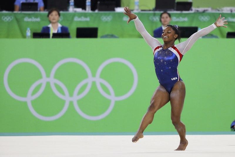 288a56412ff Για παράδειγμα, η δύο φορές χρυσή ολυμπιονίκης Σιμόν Μπάιλς είναι απίστευτα  μυώδης, αλλά είναι πολύ μικροσκοπική, οπότε το κορμάκι της έχει αρκετές ...