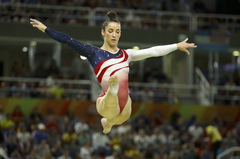 2d279e92648 Τα κορμάκια που φόρεσαν οι αθλήτριες των ΗΠΑ στους Ολυμπιακούς Αγώνες του  Ριο είχαν σχεδόν 5.000 κρύσταλλα το καθένα.
