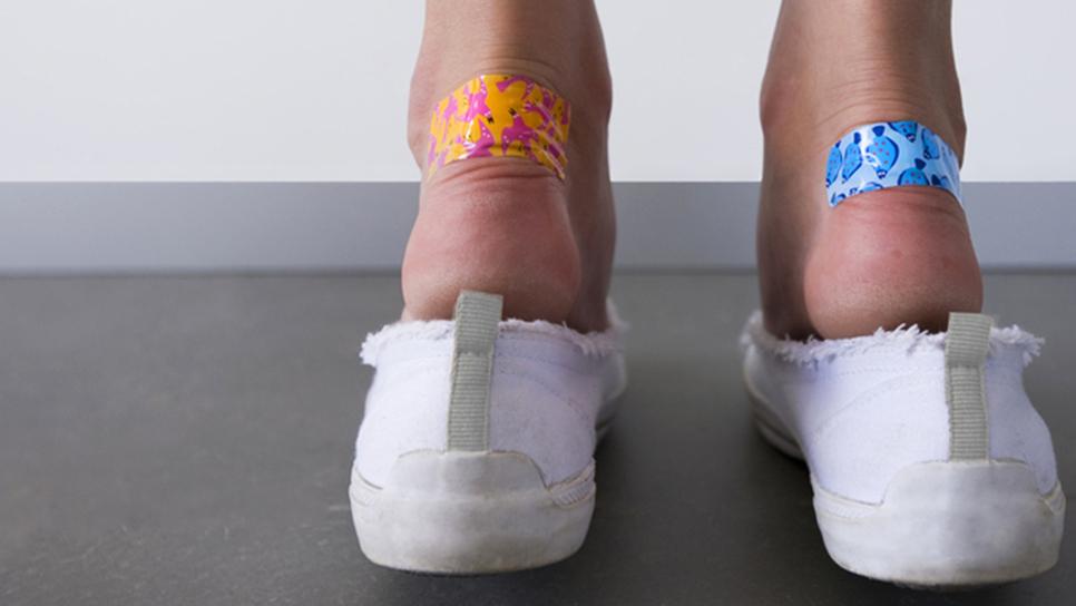 5 ενδείξεις ότι φοράς τα «λάθος» παπούτσια   Wellness   Woman TOC 2b33b0659cc