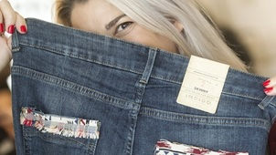 d0e2cdb3cf63 ... που έχει καταλάβει το Instagram Τα Jeans των Marks & Spencer είναι  μοναδικά - Οσο εσύ!