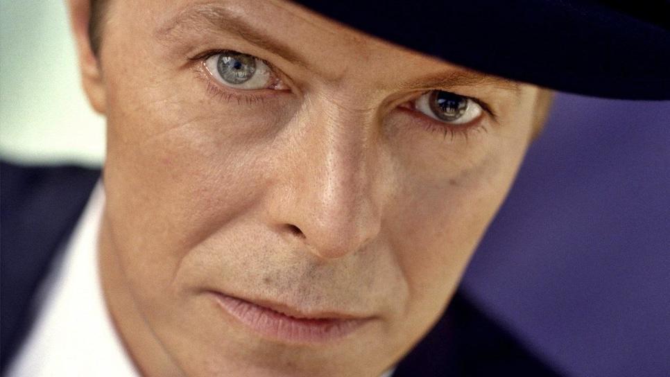 Το διαφορετικό χρώμα των ματιών του Ντέιβιντ Μπόουι οφείλεται σε ... μπουνιά για ένα κορίτσι / Celebrities / Woman TOC