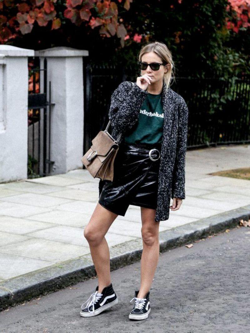 Πώς να φορέσεις με στυλ τη μίνι φούστα το χειμώνα 21736d3b153