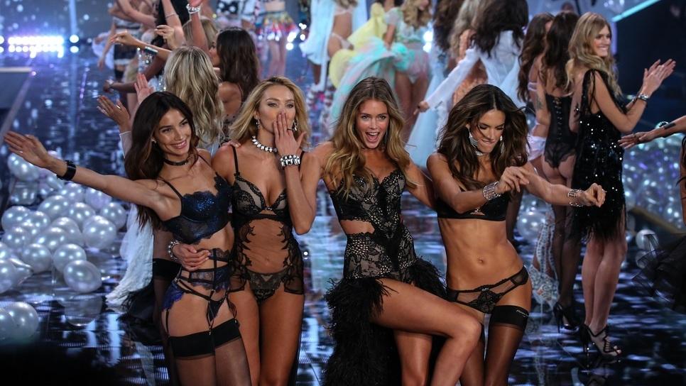 Η πυρετώδης προετοιμασία του σόου της Victoria's Secret
