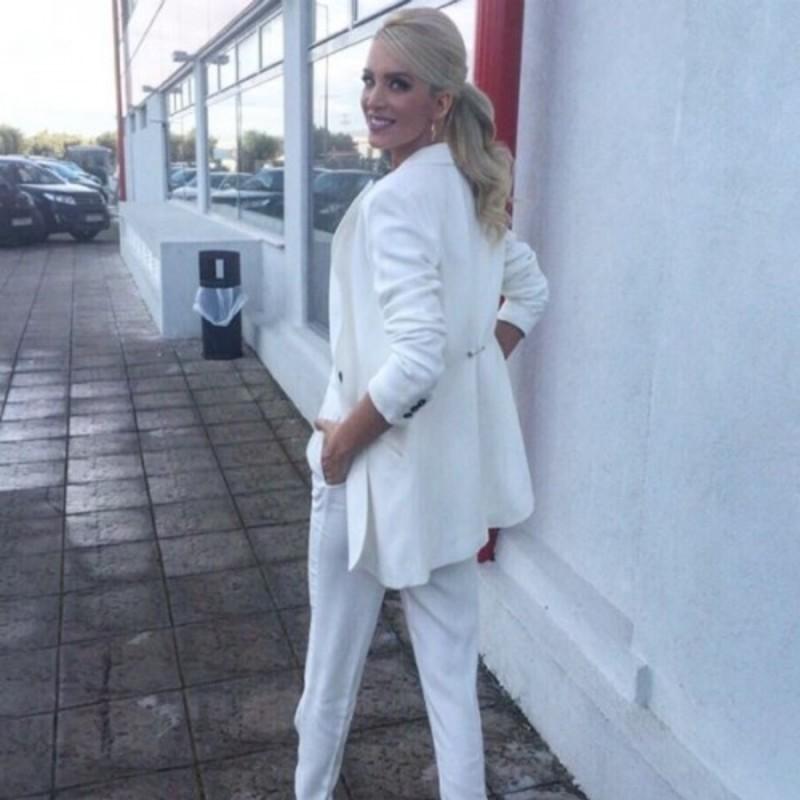 9ce6653afc15 Το λευκό είναι τάση  Δείτε πως το φόρεσαν στις εκπομπές τους 6 Ελληνίδες  παρουσιάστριες