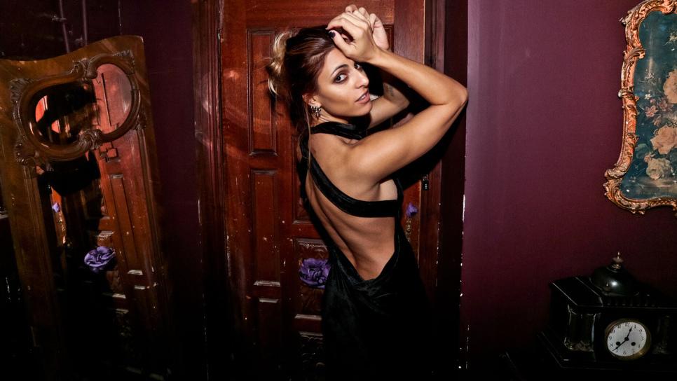 Angelika Dusk: «Η μουσική μου μοιάζει με μαύρο πάνθηρα»