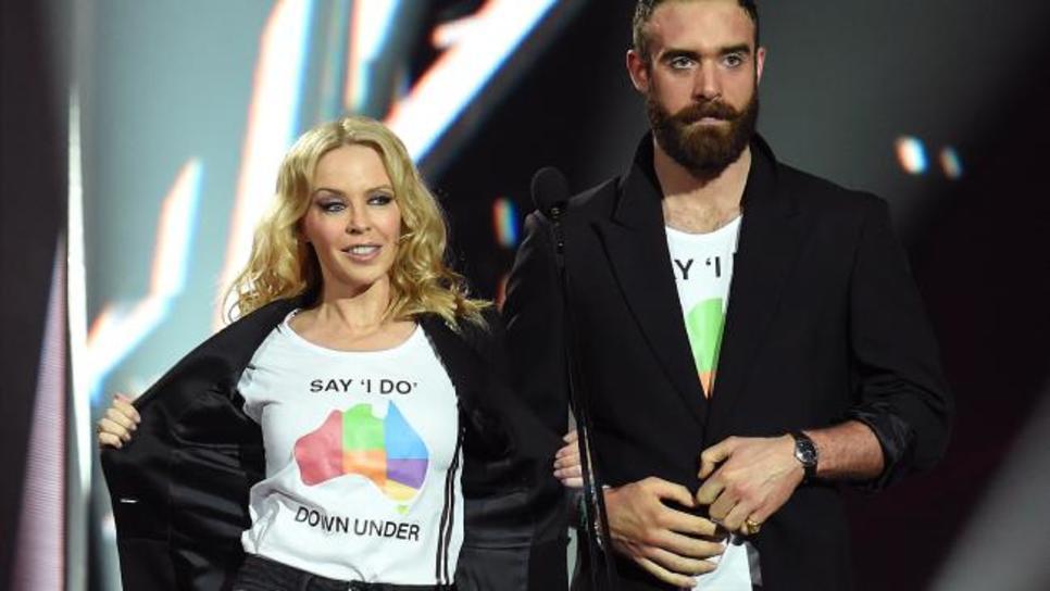 Eίναι τόσο απεγνωσμένη η Kylie Minogue  H άγνωστη λεπτομέρεια για την πρώην  σχέση της θα σε σοκάρει   Celebrities   Woman TOC d46803a89b7