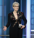 abae8f8c8400 ... 125 χρονια τηΣ VogueΤα οικονομικά φορέματα του Karl Lagerfeld ΤσακωμοΣ  πριν απ  τα OscarH Meryl Streep τα «έσπασε» με τον Οίκο Chanel ...