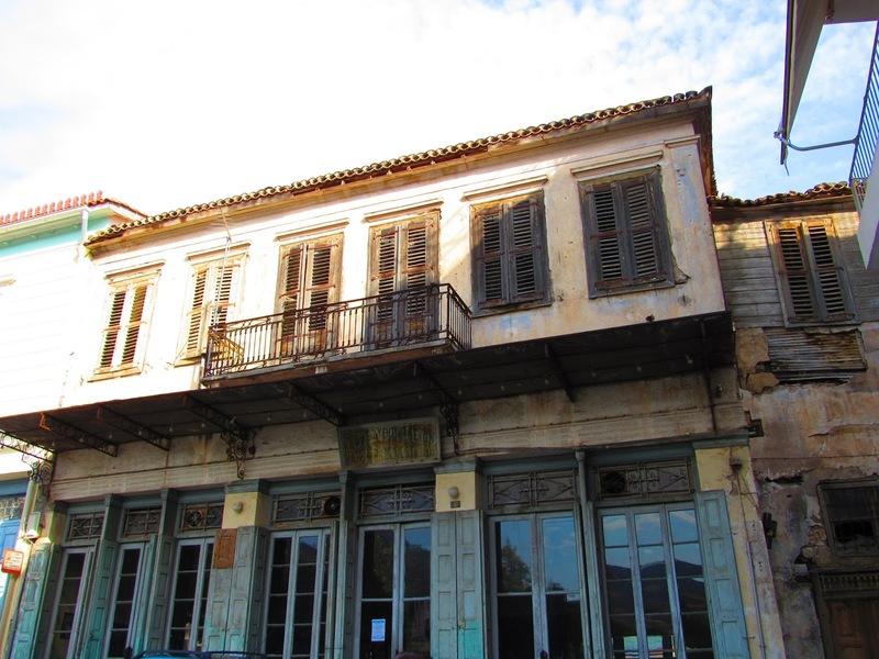 Το ιστορικό καφενείο στην Άμφισσα όπου γυρίστηκε μία από τις σπουδαιότερες ταινίες του 20ού αιώνα! (Photos, Videos)